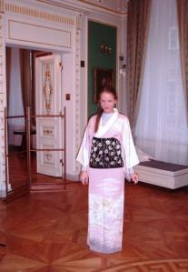 Aistė pasipuošusi kimono