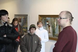 Su mokiniais kalbasi M. Gaubas